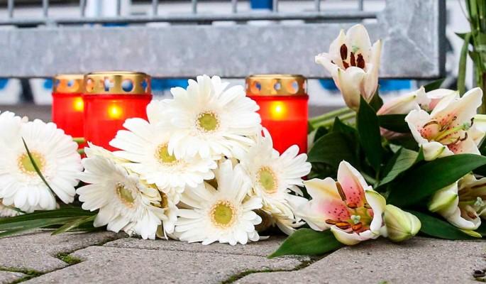 Умерла на руках у дочери: люди несут цветы к могиле Утяшевой