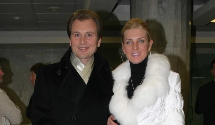 Фото нежностей в койке Малинина с женой