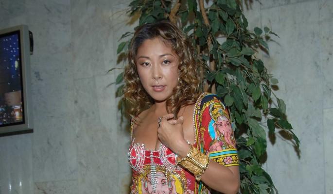 Инфицированная Анита Цой вышла на связь из больничной палаты