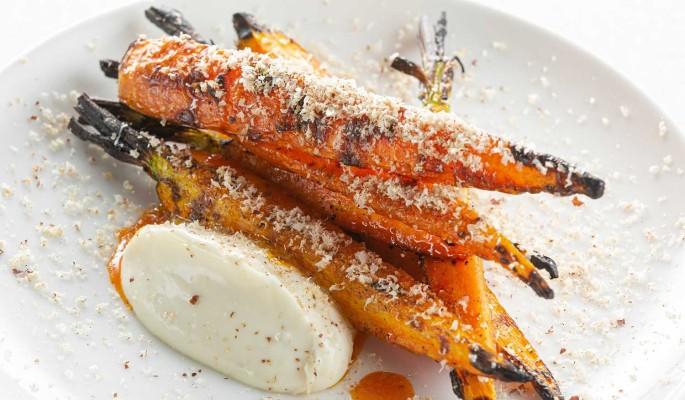 Рецепт: молодая морковь на гриле с кремом горгонзола