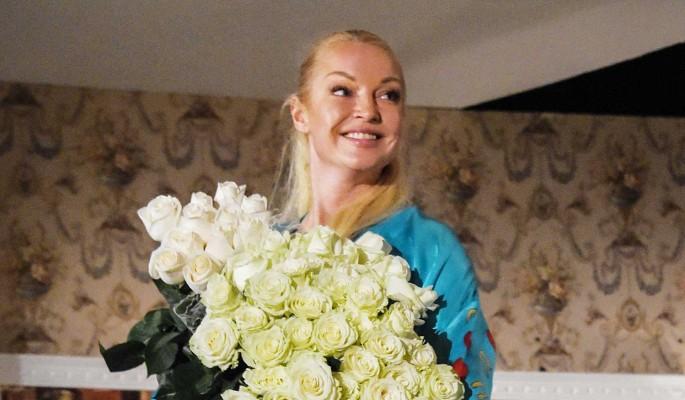 Волочкова оправдалась за связь с женатым генералом: У меня все не как у людей
