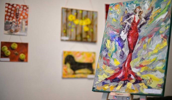 Творчество во время самоизоляции: картины домохозяек выставили на обозрение
