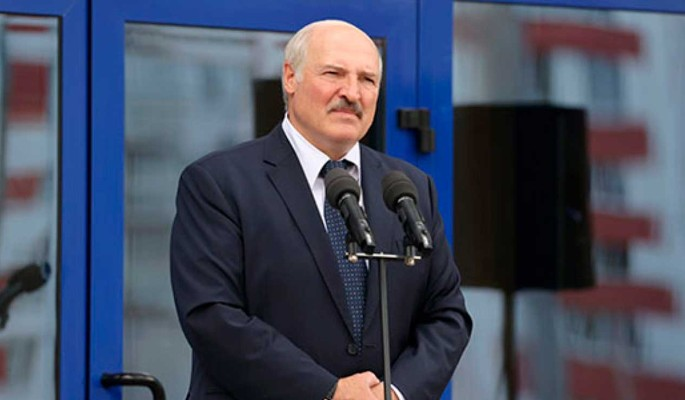 Протестующие белорусы нашли замену Лукашенко