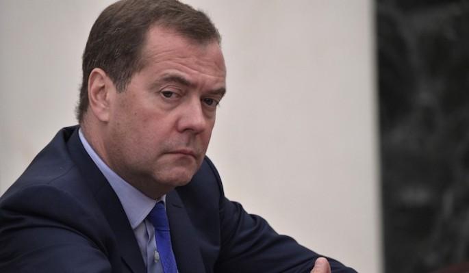 Оговорка Медведева о вакцине от коронавируса вызвала ужас у конспирологов