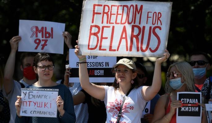 Алексиевич о борьбе с Лукашенко: Приходит время женщин