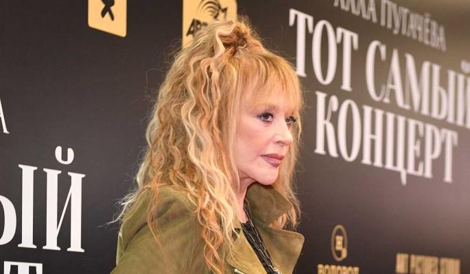 71-летняя Пугачева появилась в платье с большим разрезом