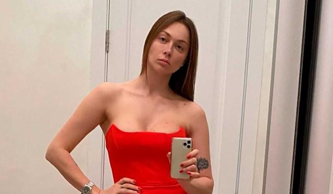 Настасья Самбурская остается стройной без посещения спортзала