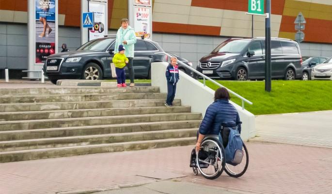 Выплаты ухаживающим за инвалидами гражданам хотят увеличить
