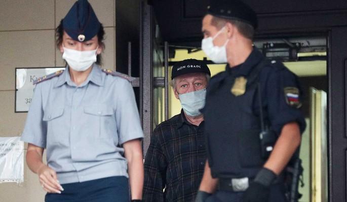 Драка в зале суда и хрюканье адвоката: суд над Ефремовым сравнили с цирком