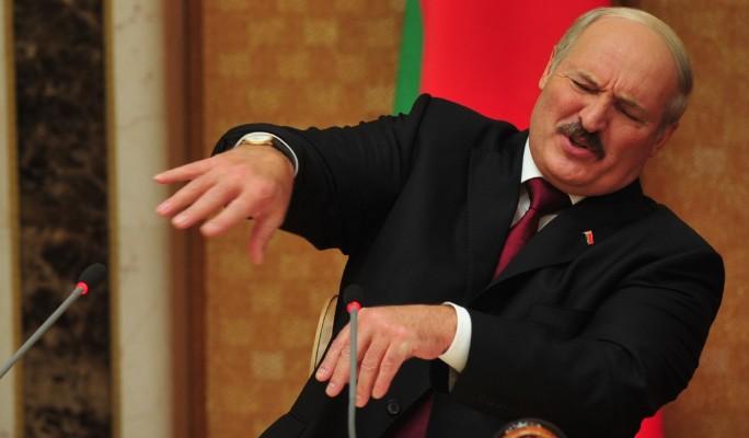 Лукашенко проголосовал на выборах президента Белоруссии: с букетом и под гармошку