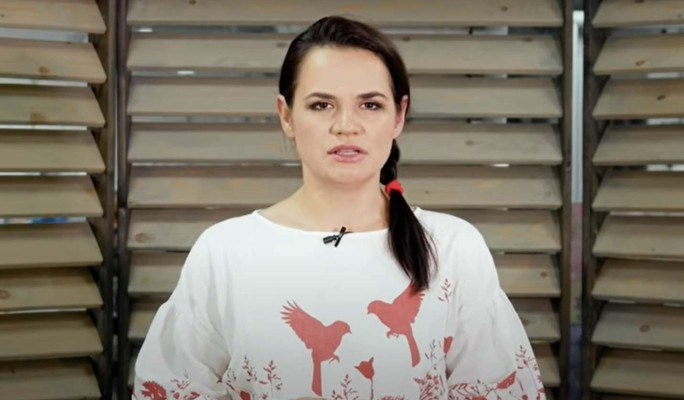 Светлану Тихановскую встретили овациями на избирательном участке