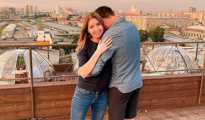 Похоронившую мужа блогера-фармацевта Диденко заклевали за откровенные кадры с новым избранником