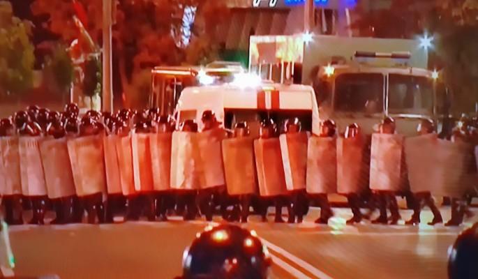 Готовятся к худшему? На улицах Минска появились танки и бронемашины
