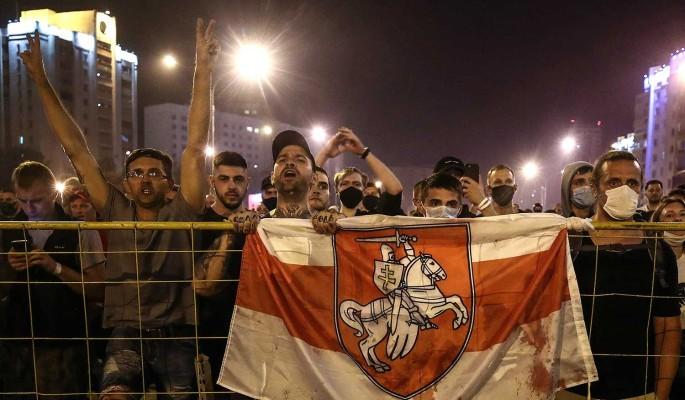 Поддержавший демонстрантов милиционер сбежал из Белоруссии: Хотели меня отловить и избить