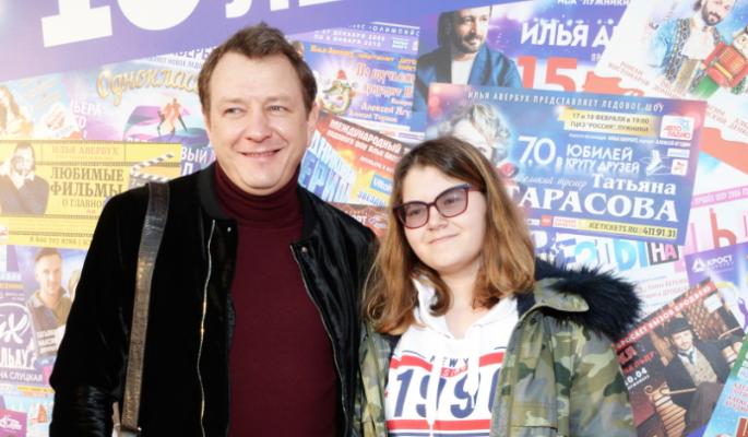 Несовершеннолетнюю дочь Башарова приняли за зрелую женщину
