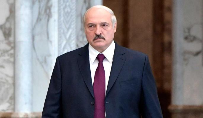 Лукашенко объяснил свое появление на публике с оружием