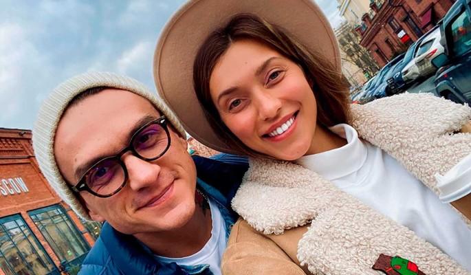 Вцепившегося в красивую брюнетку Топалова заподозрили в измене Тодоренко