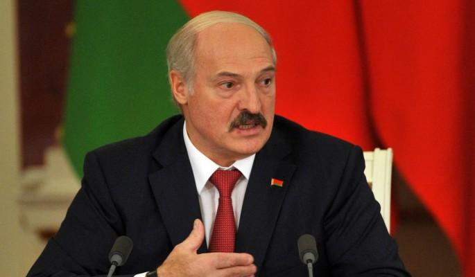 Лукашенко вновь сняли с автоматом возле резиденции в Минске