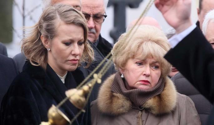 Собчак обвинила мать в бойкоте с сестрой