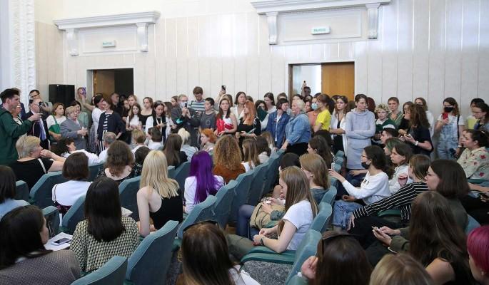 В Минском университете задержали студентов после исполнения песни революционеров