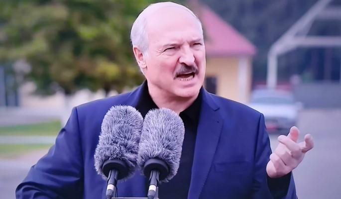 Журналист предрек Лукашенко печальный конец: Сдает страну и уходит