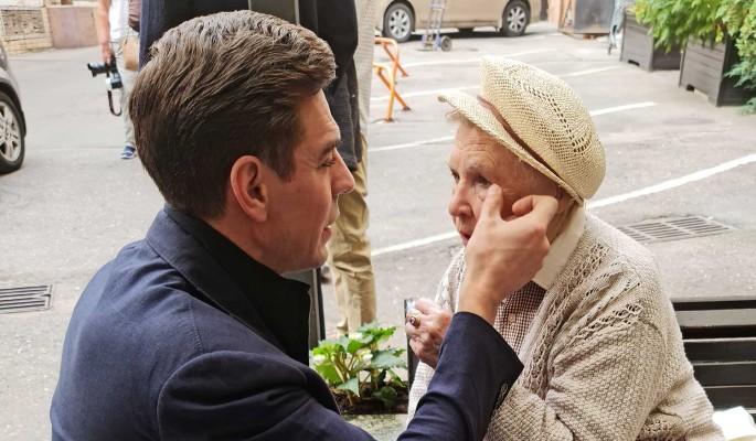 89-летнюю вдову Невинного сняли во время нежностей с 42-летним красавцем Дюжевым