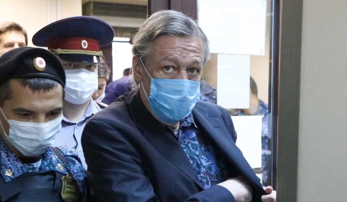 8 лет тюрьмы: оторопевший от приговора Ефремов схватился за стол