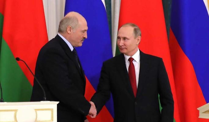 Почему Путин продолжает поддерживать Лукашенко: эксперт назвал причину