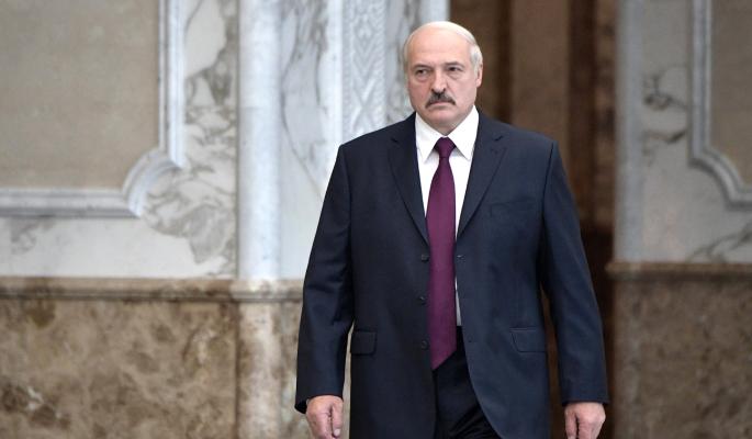 К резиденции Лукашенко стянули бронетехнику
