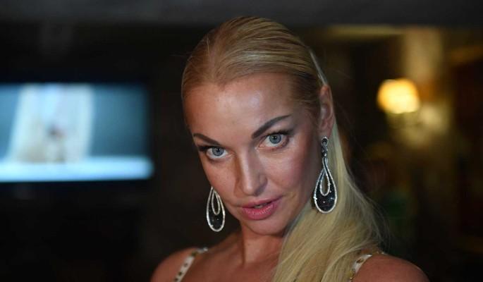 """""""Дешевая игра"""": Волочкова вылила ушат помоев на бывшего мужа после известия о его помолвке"""