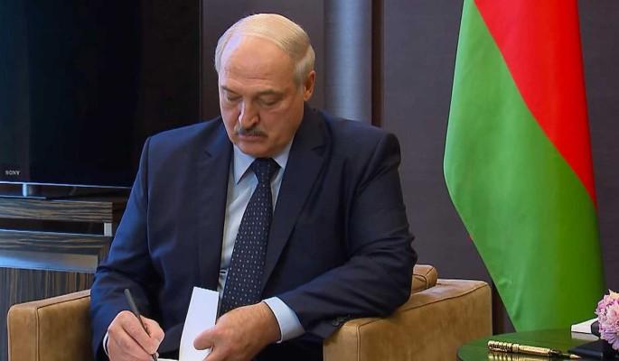 Политолог о визите Лукашенко в Россию: Он не может унизиться до диалога с белорусами