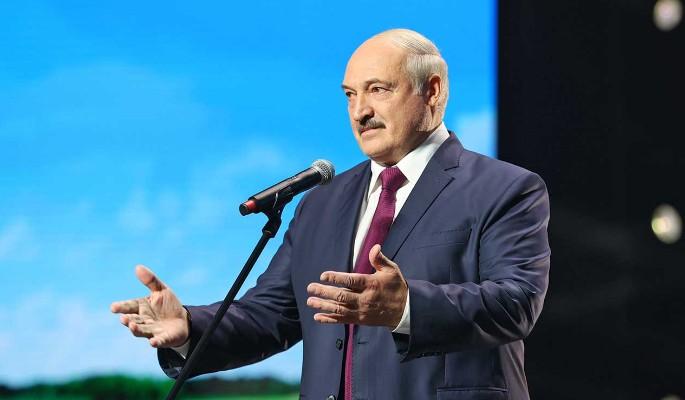 Вышедшего к женщинам Лукашенко растрясли и заласкали
