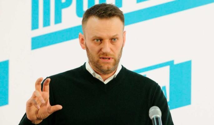 Россияне нашли несостыковки в версиях с одеждой Навального