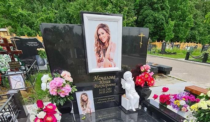 Юлечка забрала: Войнаровского похоронят рядом с Началовой