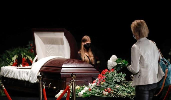 За толстым герметичным стеклом: раскрыт секрет дорогого гроба инфицированного Борисова