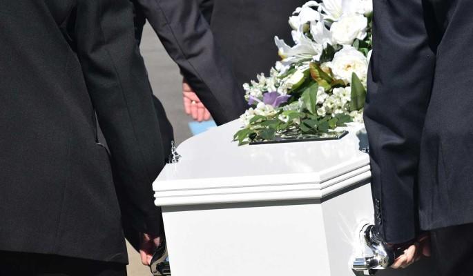 Невеста: в морге колдуют над телом погибшей дочери Конкина