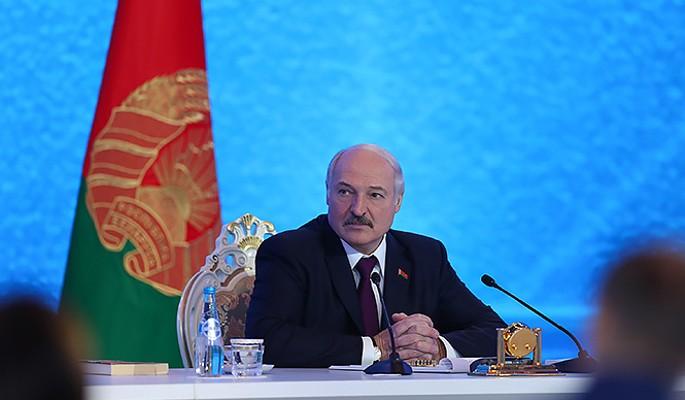 Обвал рубля назвали местью Запада России за поддержку Лукашенко