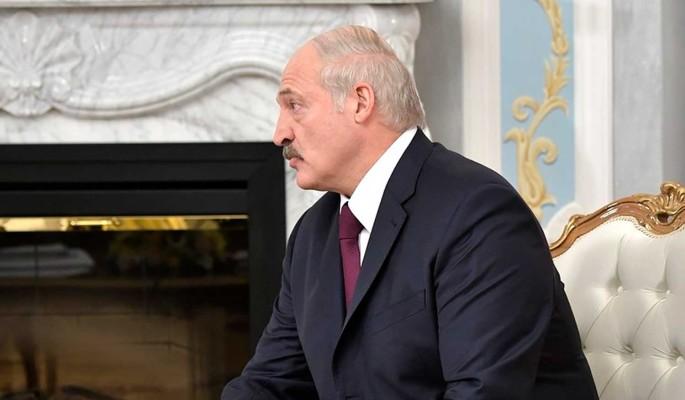 Лукашенко раскрыл подробности выезда Тихановской в Литву: Плакала у меня на шее