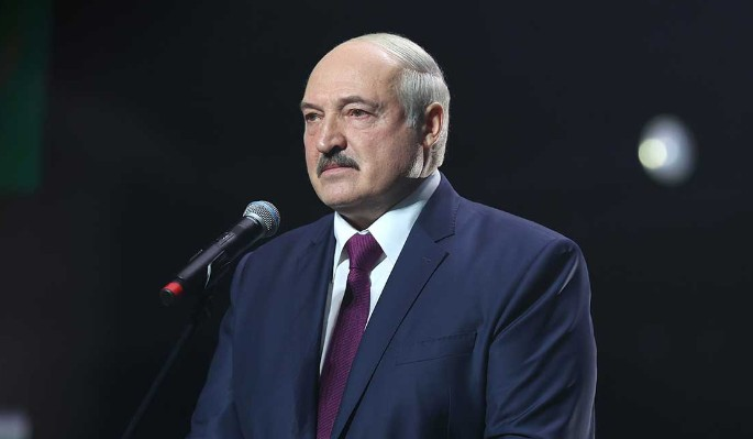 Политолог о реакции Лукашенко на события в Киргизии: Испуган выше всякой меры