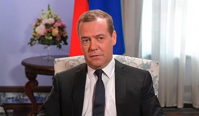 Медведев предложил выдавать россиянам лекарства бесплатно