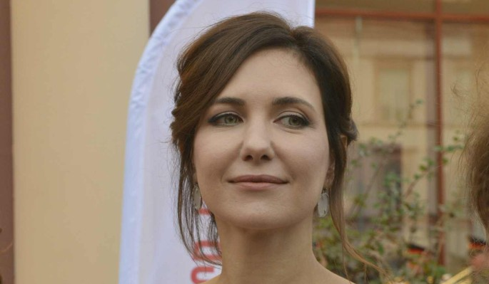 """""""Все к лицу"""": Климова поменяла кирзовые сапоги на романтичное платье"""