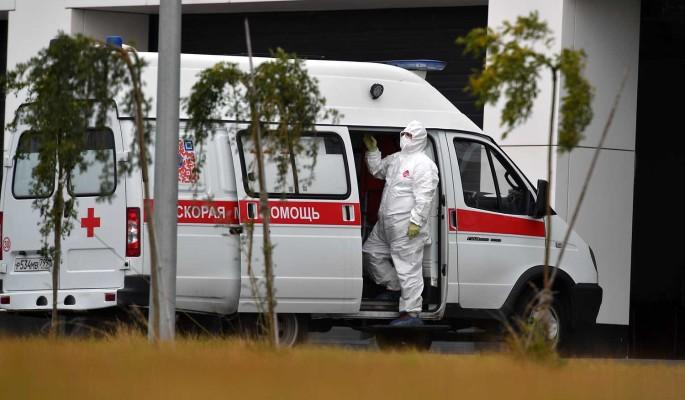 Вирусолог заявил о необходимости ввести нерабочие дни в России из-за COVID-19