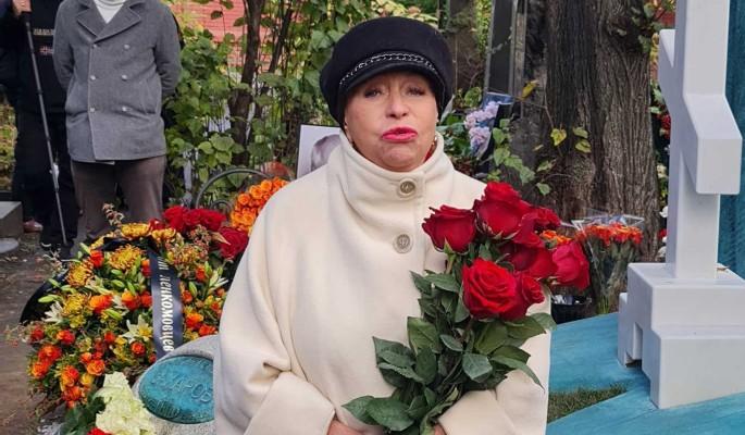 """""""Давайте! Я не откажусь! Хочу в Париж и Турцию!"""": вдова Караченцова о планах на пенсию в 150 тысяч"""