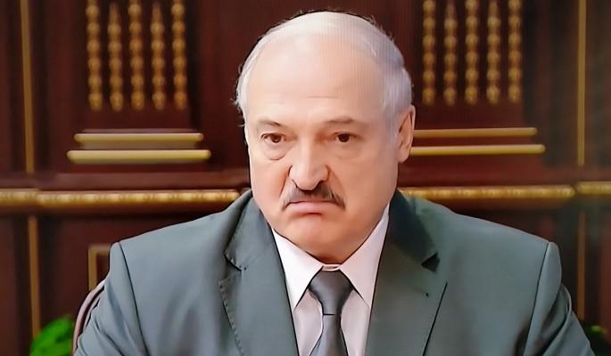 Совсем плохи дела: Лукашенко выдал ОМОНу картошку