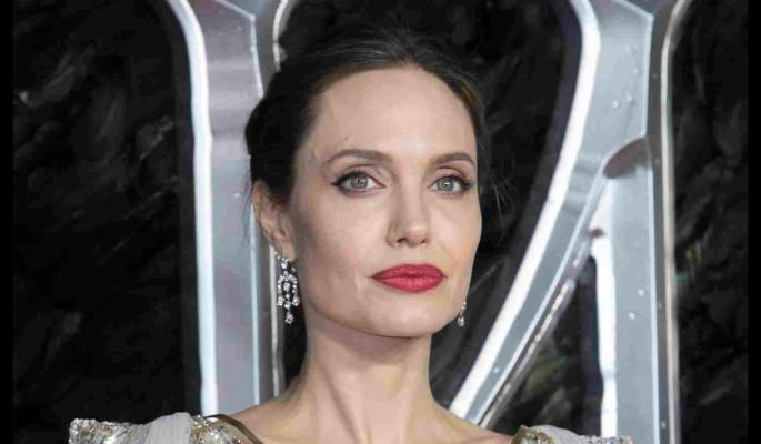 Битва титанов: Скарлетт Йоханссон хочет похоронить карьеру Анджелины Джоли