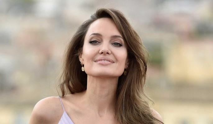 """""""Без колебаний нажимает на курок"""": Анджелина Джоли показала свою сущность"""
