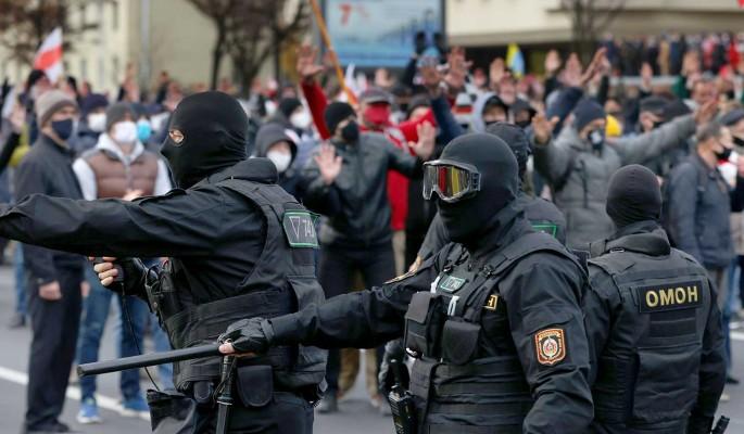 """""""На улицы людей выводит гнев"""": эксперт оценил ситуацию с протестами в Белоруссии"""