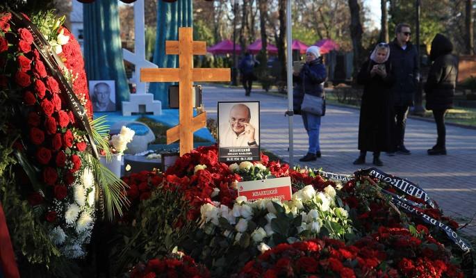На могиле чистокровного еврея Жванецкого поставили православный крест