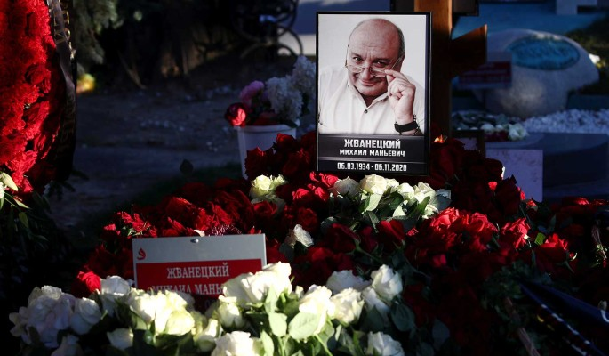 Большое горе: могила Жванецкого утонула сразу после похорон