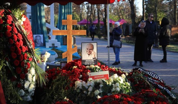 """""""Стыдно и смешно"""": евреи возмущены православным крестом у Жванецкого"""